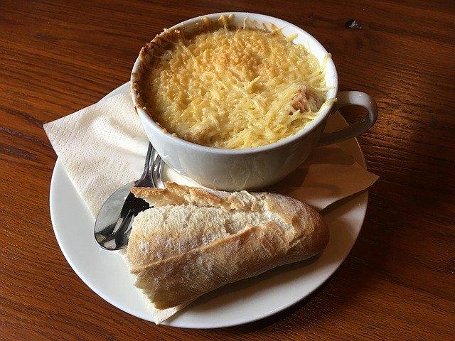 Recept: Franse uiensoep met Gruyère